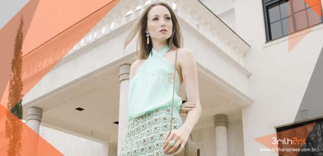 Looks personalizados com apliques em strass estão na moda